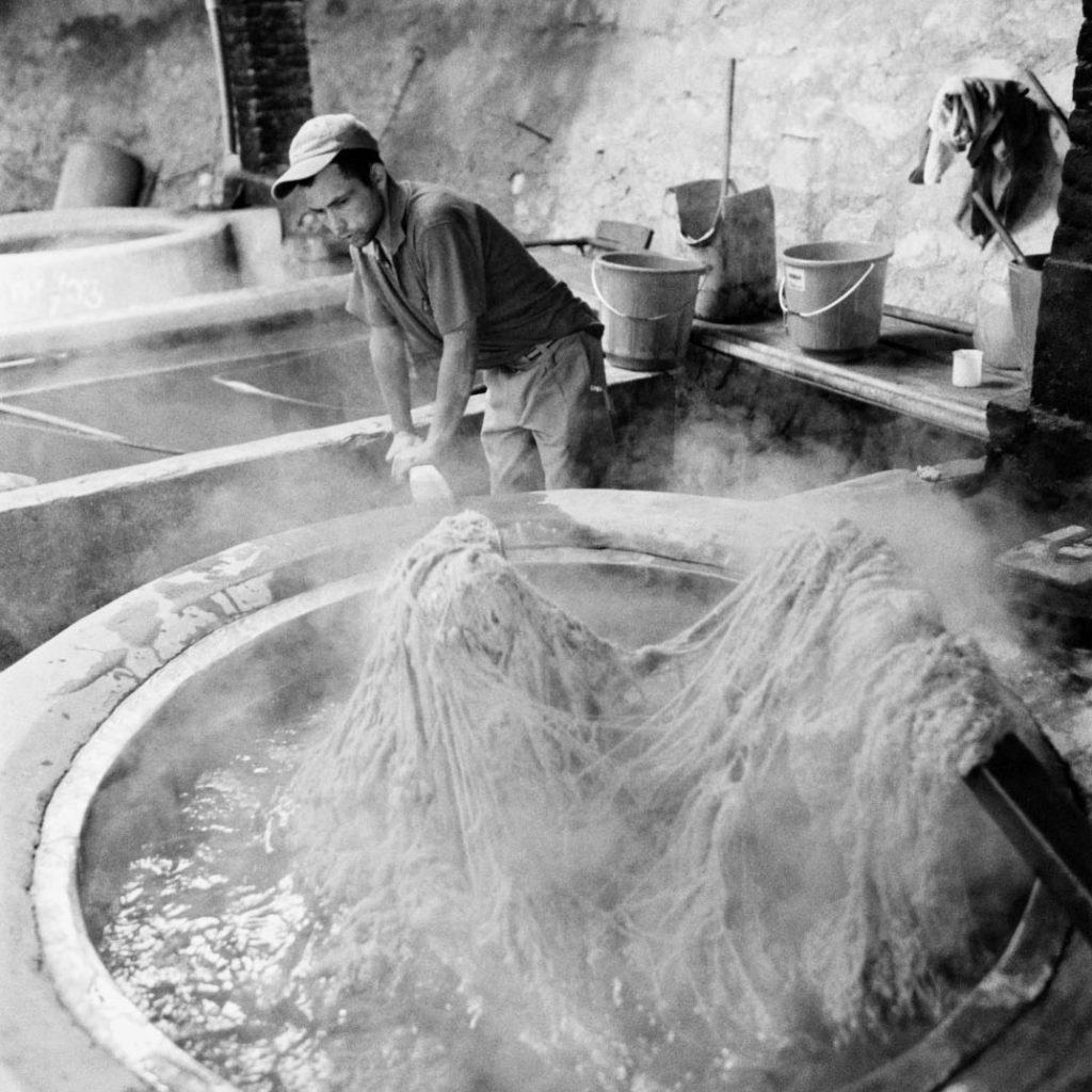 dying wool for rugs