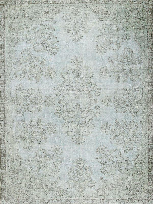 pale blur vintage style rug