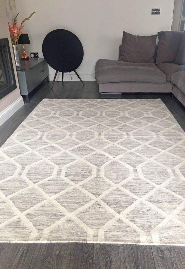 grey geometric kelim in living room