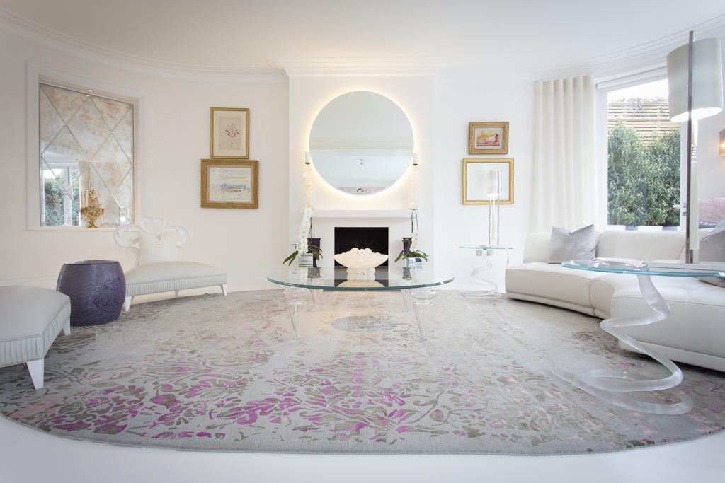choose a luxury rug in living room