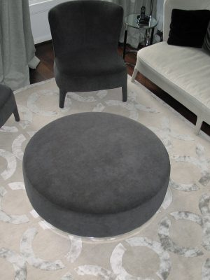 circles geometric design rug with luxurious silk