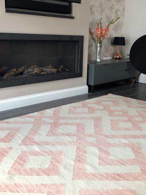 pink and cream kelim in modern living room